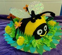 What a lovely idea for an Easter Bonnet or Easter Hat Crazy Hat Day, Crazy Hats, Easter Bonnets For Boys, Easter Hat Parade, Spring Hats, Easter Activities, Preschool Ideas, Craft Ideas, Easter Crafts