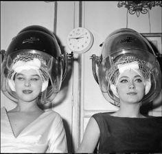 deux femme maquillee sous le casque