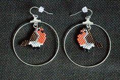 Les petits rouges-gorges dans leurs cercles de plus près.  ---- Closer look on The little robins on théier rings.  #miyuki #miyukidelica #perles #beads #matierepremiere #beading #peyote #handcrafted #craft #faitmain #bijoux #jewelry #jewelrygram #instajewelery #bouclesdoreilles #earrings #oiseau #bird #rougegorge #robin #orange #brun #brown #ring #anneau #perlesdaddict #jenfiledesperlesetjassume #sitroon