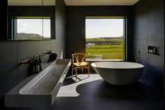Sitting on a 150-acre site on the Australian coast, the Headland House is formed to take advantage of both of its impressive landscapes. The home...