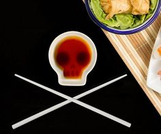 Add a touch of danger to your sushi meal with this skull soy dish and chopsticks set! Its clever design of the dish will reveal a face when you add soy sauce to it. A great addition to your table setting.