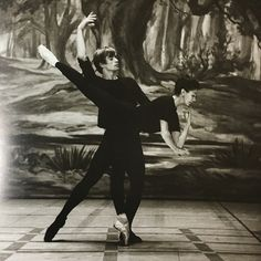 rudolf nureyev and margot fonteyn Ballet Photos, Dance Photos, Dance Images, Kandinsky, Dance Magazine, Margot Fonteyn, Vintage Ballet, Male Ballet Dancers, Dance Paintings