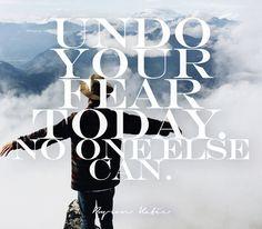 """שחררו את הפחדים שלכם בחקירת המחשבות היום (""""העבודה של ביירון קייטי""""). אף אחד אחר, חוץ מכם, לא יכול לעשות את זה. ~ ביירון קייטי"""