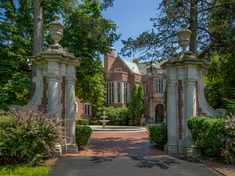 1917 Mansion For Sale In Lake Forest Illinois — Captivating Houses Victorian House Interiors, Victorian Homes, Glasgow, Lake Forest Illinois, Casa Hotel, Garden Villa, Country House Interior, Mansions For Sale, Luxury Estate