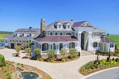 this house is a dream house it is like Cinderella and vintege put together i lirely dream about this house