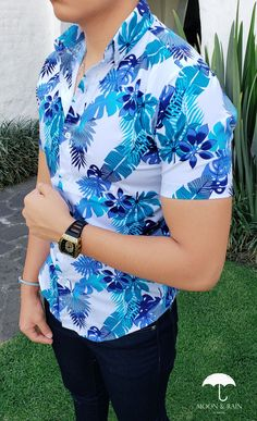 So maybe it's summer or it's autumn mens floral shirt are the best for your small changes in style. Stylish Shirts, Casual Shirts For Men, Floral Shirt Outfit, Mens Christmas T Shirts, Best Dress Shirts, Camisa Floral, Nigerian Men Fashion, Classy Suits, Mens Fashion Wear