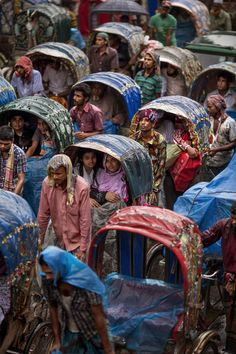 Dhaka The City on Cycle Rickshaws 2016 National Geographic Travel Photographer of the Year, Dhaka, Bangladesh. Religions Du Monde, Cultures Du Monde, World Cultures, Bangladesh Travel, Dhaka Bangladesh, Goa India, Delhi India, We Are The World, People Around The World