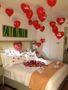 Romántica decoracion para una noche de bodas, aniversario o noche de amor