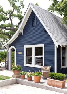 Navy blue house exterior dark matter design ideas to steal from houses with dramatic facades dark blue exterior house color Siding Colors, Exterior Paint Colors For House, Paint Colors For Home, Paint Colours, Cottage Exterior Colors, Navy House Exterior, Blue Siding, Blue House Exteriors, Gray Exterior