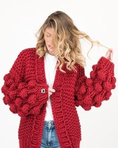 The raspberry cardigan, Red Cardigan, Crochet Cardigan, Knit Crochet, Trendy Outfits, Cool Outfits, Big Knits, Diy Fashion, Fashion Design, Cute Sweaters
