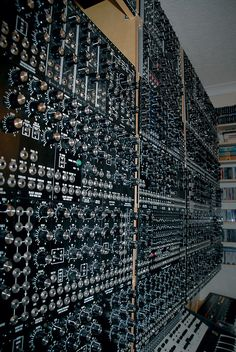 Knobs galore! No idea where this system came from but it looks cool. Looks not finished also by the blank spaces above.
