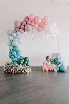 We already knew this celestial wedding inspiration would have no shortage of beautiful ideas for a magical celebration before we even looked at the images. #constellation #celestialwedding Birthday Balloon Decorations, Birthday Balloons, 1st Birthday Parties, Birthday Party Decorations, Baby Shower Decorations, Decorations With Balloons, Party Decoration Ideas, Parties Decorations, Birthday Backdrop
