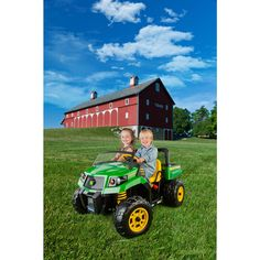 The all-new John Deere Gator XUV Ride On - 12V is the perfect riding vehicle for little helpers! They'll drive around the yard in their own John Deere Gator, hauling everything imaginable in their extra large dump bed with opening tailgate.