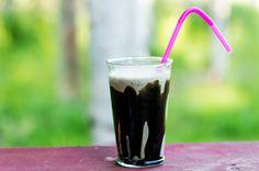 Kolottaako kahvihammasta? Kesähelteellä maistuu tuunatut kahvijuomat. Tässä Lakritsi Frappe.