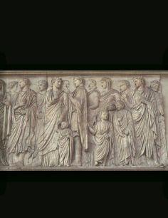 L'Ara Pacis Augustae è un altare dedicato da Augusto nel 9 a.C. alla Pace, nella sua accezione di divinità. Questa foto è una parte dell'interno molto significativa.