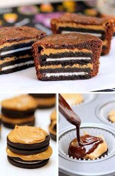 Receta para hacer cupcakes de chocolate, rellenos de galletas oreo y crema de cacahuate, paso a paso.