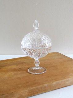 Bonbonnière ou sucrier ancien en cristal
