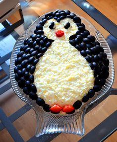 Spectacular and tasty layered salad Penguin will decorate any festive table. Cute Food, Good Food, Yummy Food, Food Carving, Food Garnishes, Veggie Tray, Veggie Food, Xmas Food, Food Platters