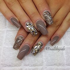 Neutral glam nails