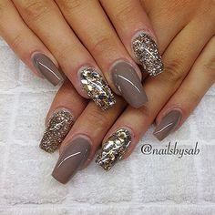 Neutral glam nails