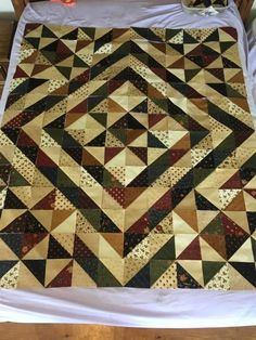 Quilt Top, Quilt Patterns, Projects To Try, Scrap, Quilts, Blanket, Crafts, Colorful, Bag
