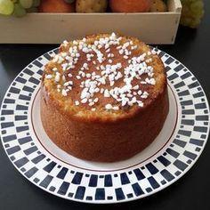 Recette idéale pour ne pas jeter le pain qui sèche dans votre cuisine, le gâteau de pain perdu, pommes noix et abricots secs. Un véritable délice.
