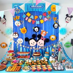 ディズニーツムツムをテーマにした誕生日パーティー演出 Dinosaur Birthday, Boy Birthday, Paper Decorations, Birthday Party Decorations, Tsum Tsum Party, Fiesta Mickey Mouse, Dessert Table Decor, Tsumtsum, Pom Pom Crafts