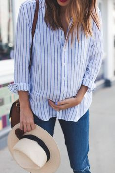 Must-have maternity style: a classic button down. #theblueshirtshop #dl1961 #theuniform /dl19/