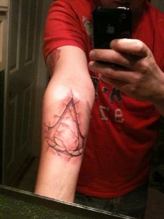 Assassin's Creed Tattoo. HAAAAIIILLLLL YEAAAAAAHHHH!!!!!