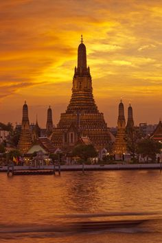 tWat Aun (temple of dawn) Bangkok, Thailand