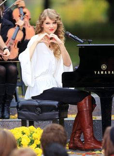 I want the boots, the outfit, the piano, and I want to be her best friend!