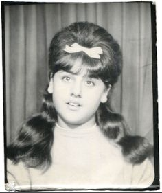 With selfies, photo booths are probably where they can express their excitement comfortably. These vintage photo booth snapshots of lovely w. Old Pictures, Old Photos, Vintage Magazine, Vintage Photo Booths, Photos Booth, Portraits, Hairspray, Vintage Hairstyles, Prom Hairstyles