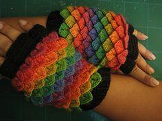 "Ravelry: Crocodile Stitch ""Dragonscale Fluffy Gloves"" pattern by Tahara"