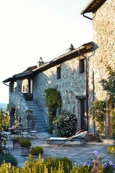 House in Italy, we stayed in a house in Tuscany that looked almost exactly like this. House in Italy, we stayed in a house in Tuscany that looked almost exactly like this. Beautiful Homes, Beautiful Places, Italian Villa, Rustic Italian, Italian Patio, Italian Cottage, Italian Farmhouse, Italian Style, French Style