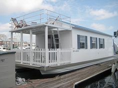 I could live in a tiny house boat.When I get my paradise home,then I can get a house boat,also. Cabana, Trailer Casa, Houseboat Living, Houseboat Ideas, Houseboat Rentals, Relax, Floating House, Floating Boat, Tiny House Movement