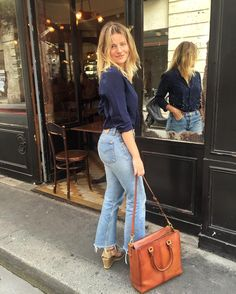 Navy blouse, vintage levi's, espadrilles outfit inspo в 2019 Blouse Marine, Navy Blouse, French Girl Style, My Style, Espadrilles Outfit, Alternative Rock, Look Jean, Girl Fashion, Fashion Outfits