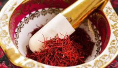 If you are looking at a homemade saffron face mask which is good for oily skin, you can mix it with Fuller's Earth or if you are looking for something which moisturizes dry skin, use it with milk cream! Homemade Moisturizer, Moisturizer For Oily Skin, Saffron Benefits, Oil Cleansing Method, Facial Lotion, Facial Massage, Homemade Beauty Tips, Diy Beauty, Nutrition