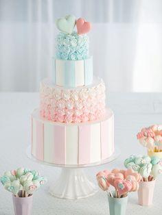 25 パティシエ本澤 聡 a tale of cake25「ゲストが飾る祝福のハート」ピンク×ブルーで海外のおしゃれケーキをイメージ http://www.anniversary-web.co.jp/