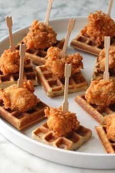 Chicken and Waffles (tapas party ideas) Best Appetizer Recipes, Mini Appetizers, Party Recipes, Appetizer Ideas, Wedding Appetizers, Healthy Appetizers, Brunch Appetizers, Chicken Appetizers, Appetizer Party