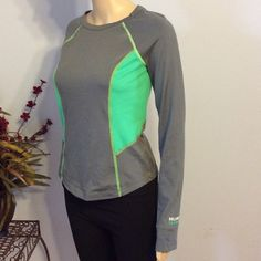 Hollister Athletic Top Stretchy Hollister top...no flaws. No holes, stains or pilling. Hollister Tops Tees - Long Sleeve