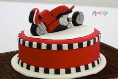 Let´s Race!  www.mocka.co  #mocka #pasteleria #cakeshop #motocycle #bike #birthdaycake #motocicleta #moto #ponque #torta #pastel