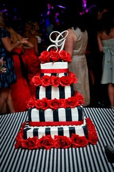 Black red pearls Wedding cake scarpaci photography