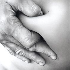 Cath Riley's Photorealistic Drawings Explore The Intimacy Of Flesh And Touch Realistic Pencil Drawings, Graphite Drawings, Amazing Drawings, Graphite Art, Hand Drawings, Charcoal Drawings, Louise Bourgeois, Pencil And Paper, Pencil Art
