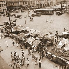 Quiapo – 1941 Plaza Miranda in the heart of Quiapo District, is named after Jose Sandino y Miranda, who served as secretary of the treasury of the Philippines for 10 years beginning in 1853 * LIFE archive ~ Mutya ~ Philippines Culture, Manila Philippines, Filipino Architecture, Philippine Holidays, Filipino Culture, The Golden Years, Pinoy, Pictures To Paint, Vintage Pictures
