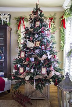 Holiday Home Tour: Classic Christmas Decor