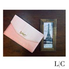 L C • Clutch em seda xadrez rosa claro
