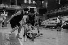 Pelea Pardina ante Guillén y Marín 2 de septiembre #Lucentum #PretemporadaLucentum #Alicante #AdeccoPlata #LEBPlata #baloncesto #basket