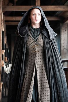Sansa Stark (Sophie Turner) Brown dress and gray cloak. Game Of Thrones Costume by Michele Clapton. Costumes Game Of Thrones, Game Of Thrones Outfits, Game Of Thrones Dress, Game Of Thrones Tv, Game Of Thrones Clothing, Game Of Thrones Cosplay, Jon Snow, Khal Drogo, Game Of Thornes