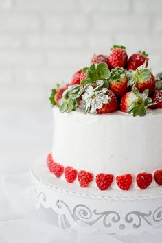 ... angel food cake with strawberries meringue frosting ...