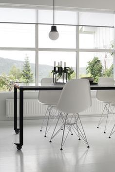 bo bedre Office - Google Search Scandinavian Dining Table, Scandinavian Interior, Eames Chairs, Dining Chairs, Room Interior, Interior Design, By Lassen, Workspace Inspiration, Compact Living